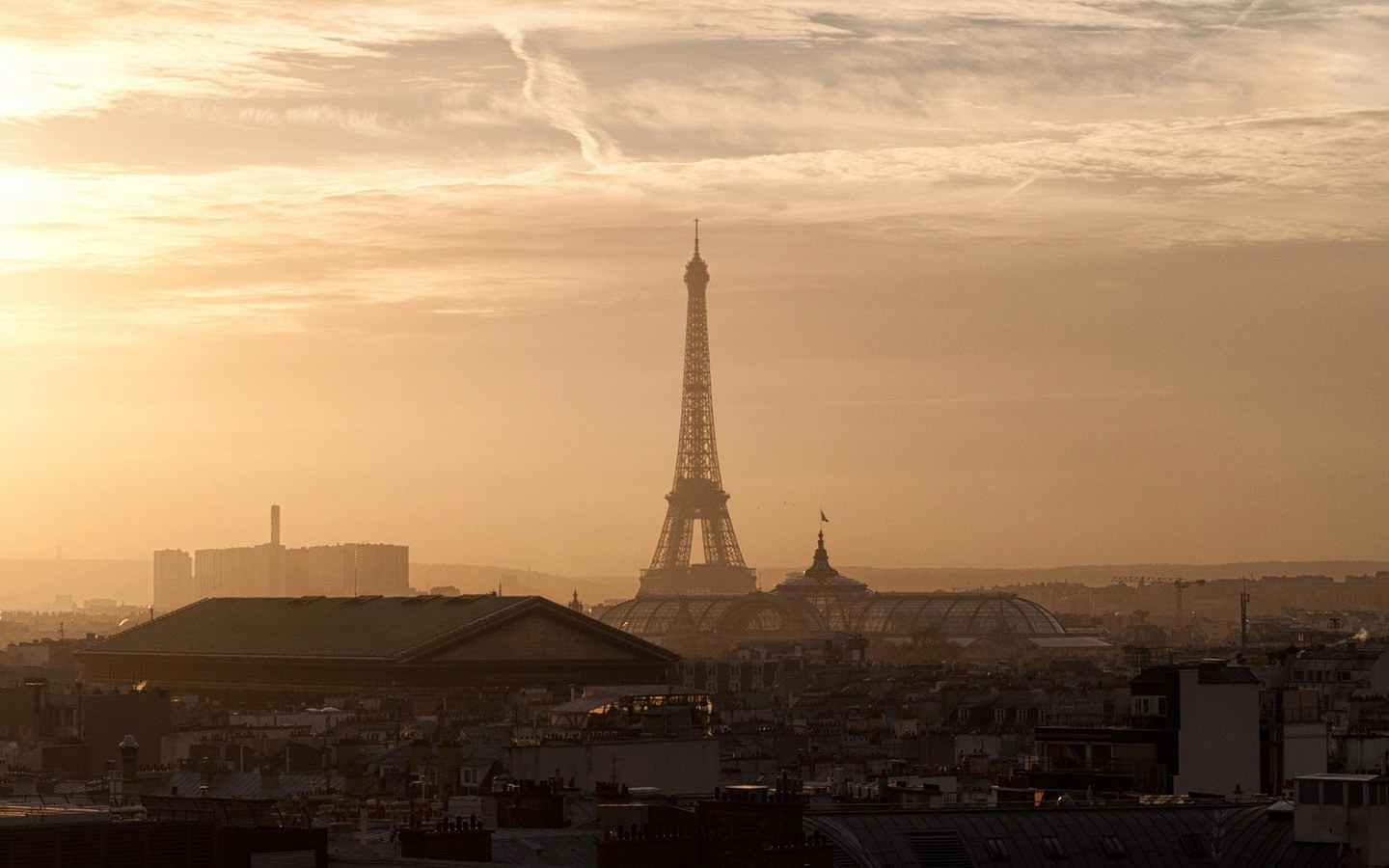 Sunset views of the Eiffel Tower from the top of Galeries Lafayette Haussmann, Paris