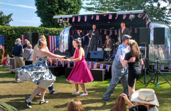 Dancers at the Goodwood Revival vintage evebt