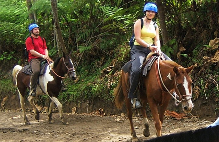 Horse riding in Arenal
