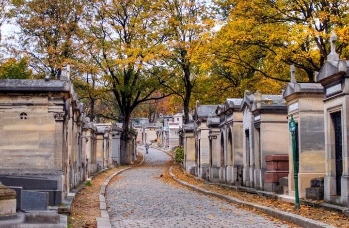 Road through Père-Lachaise cemetery
