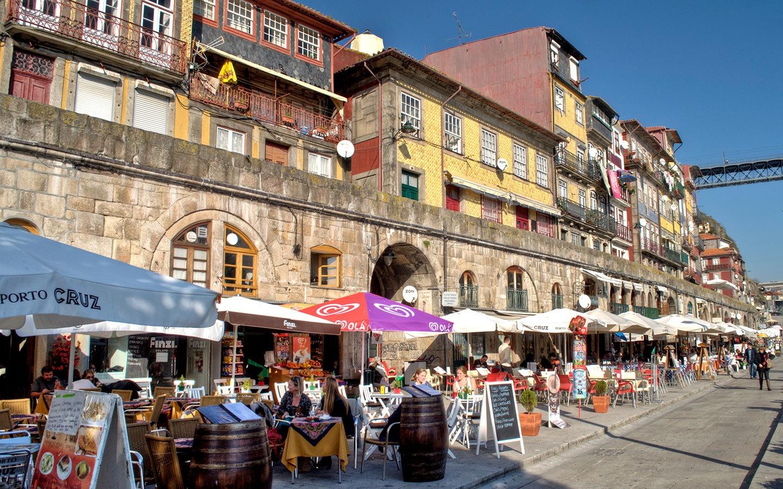 Bars along the Cais da Ribeira waterfront