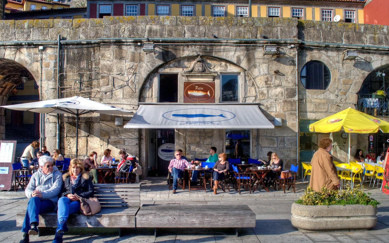 Restaurants in Porto Ribeira
