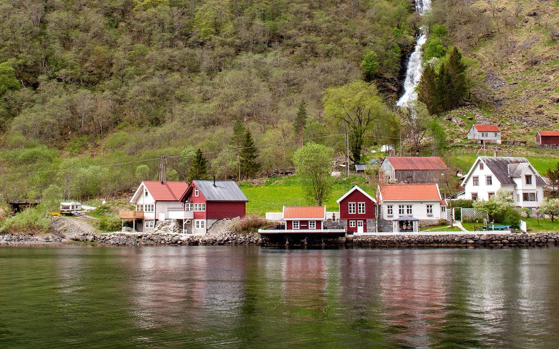 A Norwegian fjord boat trip from Flåm