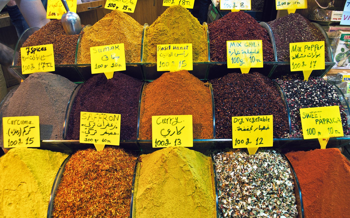 Piles of spices in the Grand Bazaar in Turkey