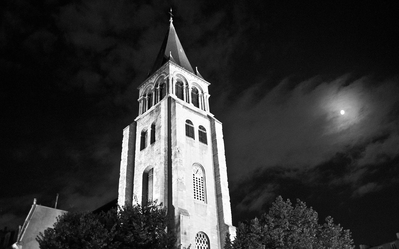 The tower of the Eglise Saint-Germain-des-Prés at night