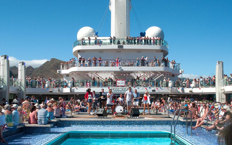 P&O Cruises Britannia Lido Deck sailaway
