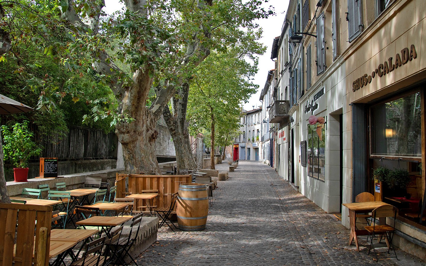 Pretty Rue des Teinturiers – one of the things to do in Avignon