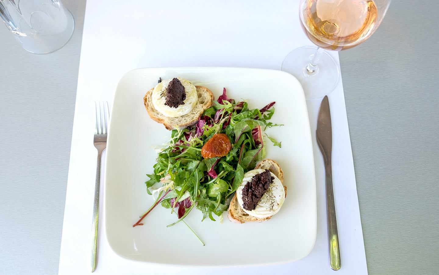 Rosé and goat's cheese salad lunch in Avignon