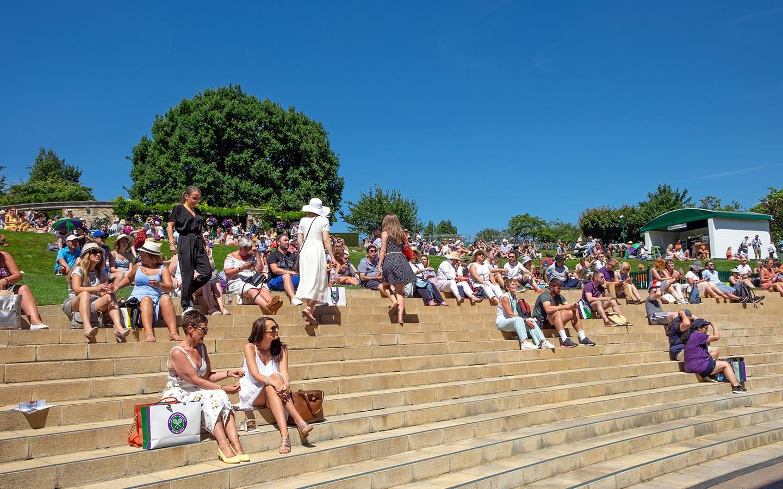 Spectators at Henman Hill/Murray Mound