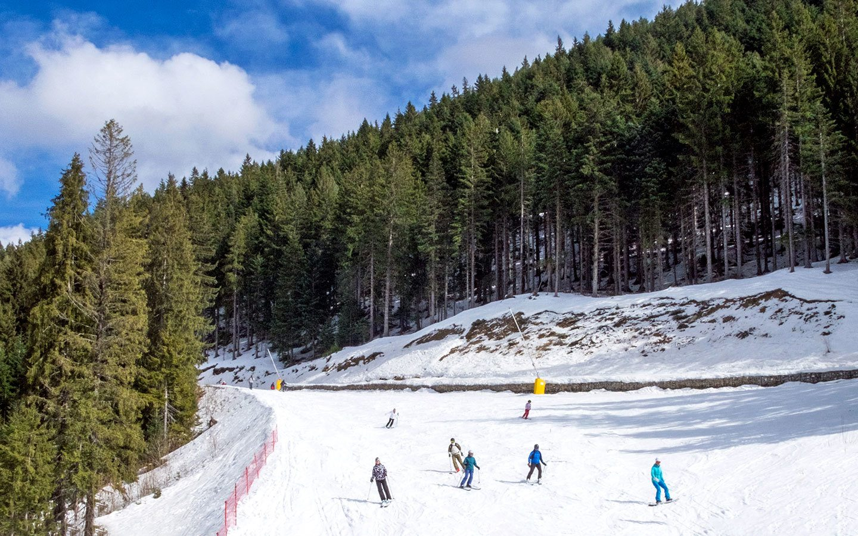 Skiers on the piste in Bansko, Bulgaria