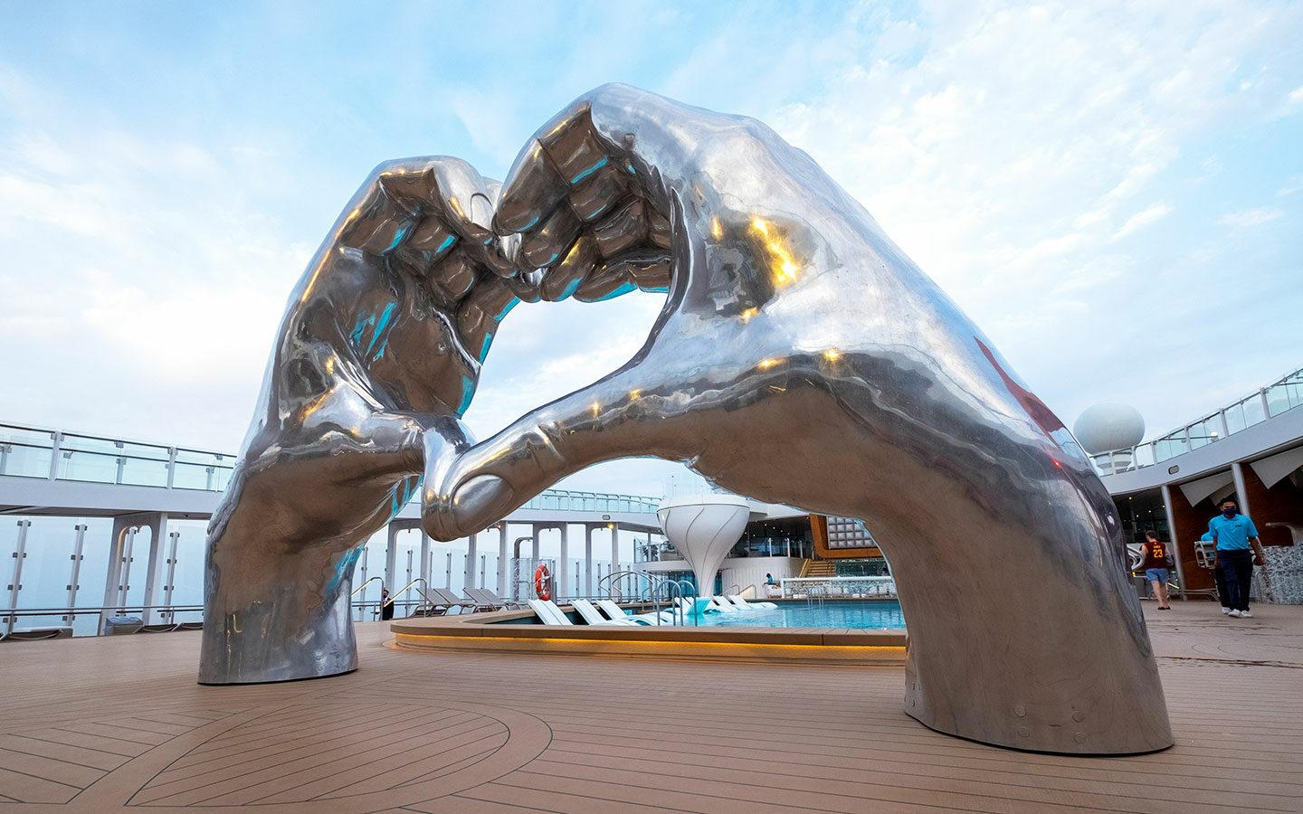 Heart sculpture by the pool on Celebrity Apex
